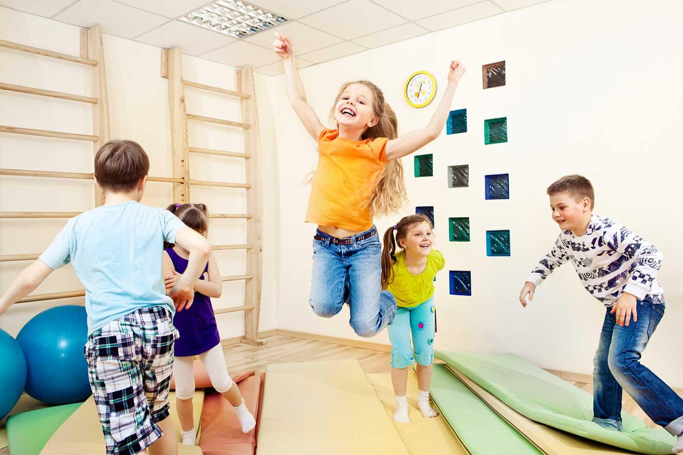 Спорт с детьми дома фото